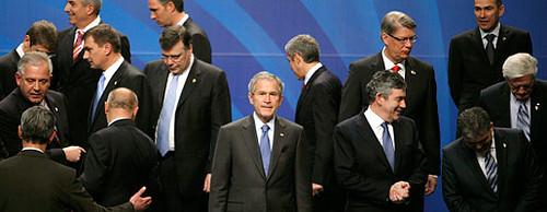 bush hace amigos