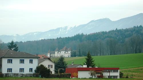 Approaching Feldbrunnen showing Castle Waldegg