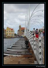 Pontjesbrug to Punda (laura.snellenberg) Tags: bridge island brug curaao eiland punda dutchantilles nederlandseantillen pontjesbrug laurasnellenberg