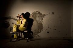Iazzomen (1) - Martini (bellimarco) Tags: shadow color canon death skull colore circo garage ombra martini ombre giallo morte gag dada diablo mad 80 colori decadence diavolo pazzo occhiali anni equilibrio folle giocoleria decadenza giocoliere cravatta degrado funambolo ottanta 40d techio funambolico