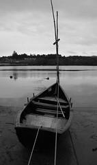 Senhora da piedade (_madmarx_) Tags: bw portugal nova rio canon river eos boat barco pb bn vila miño xsi bote auga vilanovadecerveira cerveira barcosdepesca 450d traditionalwoodenboats ropesandboats bwperspectives blackwhitethecolorsofmylifepost1award2