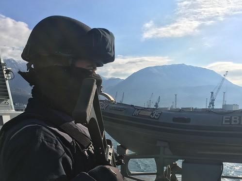 Cazaminas M-35 'Duero' saliendo del puerto de Bar (Montenegro) durante la operación SNMCMG-2 OTAN