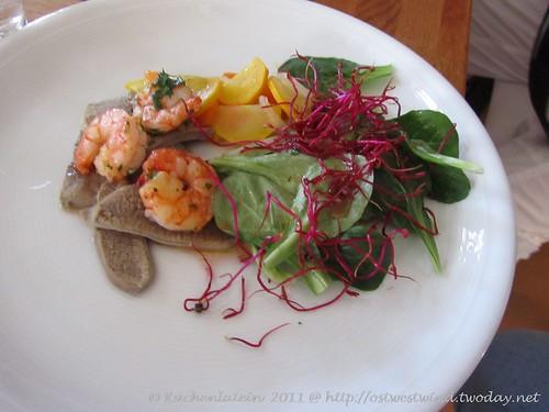 Kalbszüngerl mit Kochsalat und Scampi
