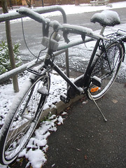 My bike this morning (Per Ola Wiberg ~ Powi) Tags: november autumn snow bicycle sweden firstsnow höst 2007 cykel naturescenes autumnfall supershot ekerö wrangels beautyisintheeyeofthebeholder mywinners bestofautumnandwinter2007