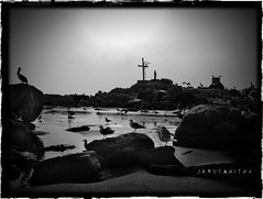 Otra de playa (SandraGonzlez) Tags: beach birds cross playa pjaros cruz gaviotas darkphotography maitencillo antinatural otrarebuscada toiaburria quierofotosbuenas expodegradacion miidentidad
