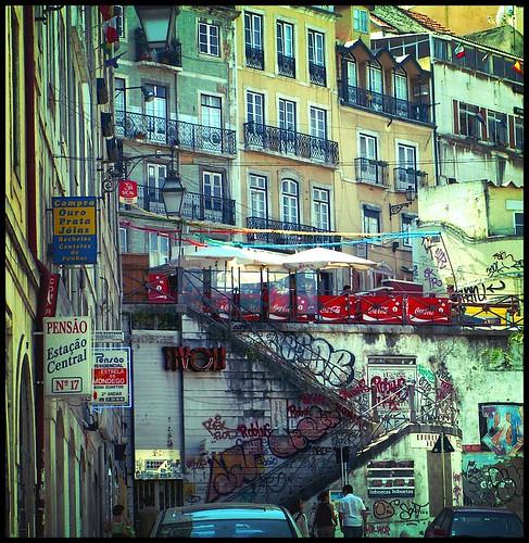 Calles de Lisboa (Cosmovisin) streets muro portugal wall stairs graffiti lisboa lisbon calles escaleras barrioalto iberia chiado santy peninsulaiberica 100vistas esor cosmovisin pensoestacocentral comproouropratajoias juanluissotillofotografa calzadadocarmo