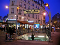 McDonald's Cadet - Paris (France) (Meteorry) Tags: paris france underground subway restaurant evening europe mtro fastfood mcdonalds hamburger ubahn bigmac soir guimard ratp meteorry mtropolitain mcdoparis
