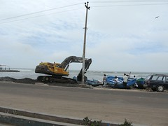 Unica excavadora en funcionamiento en Pisco