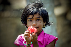 Girl asking for a pen - India (Eric Lafforgue) Tags: india democracy indie indi indien hind indi inde hodu southasia indland  hindistan indija   ndia hindustan   lafforgue 0452   ericlafforgue hindia  bhrat  indhiya bhratavarsha bhratadesha bharatadeshamu bhrrowtbaurshow  hndkastan
