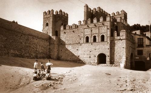 Puerta de Alfonso VI por Casiano Alguacil