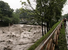 Stato di allerta.... (piper969) Tags: people torino flood alluvione po turin piena dorariparia pontedipiazzafontanesi parcodelmeisino