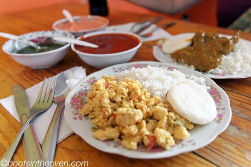 Breakfast - liver and scrambled eggs (huevos pericos)