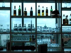 Bar sul cucuzzolo (Alessio Modena) Tags: amsterdam bar tetto maggio 2011 liquori