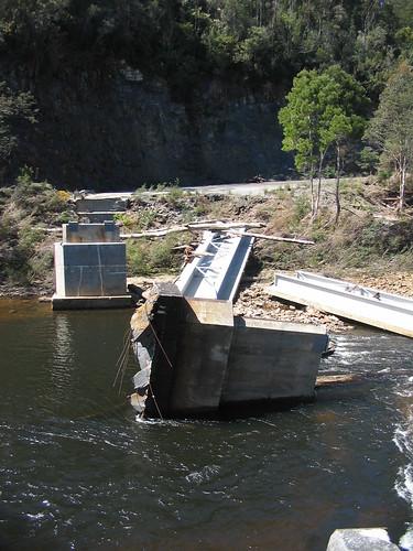 Tayatea Bridge ... broken! 3