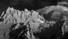 Trea (jtsoft) Tags: sunset bw mountains landscape olympus nubes león trea picosdeeuropa e510 valdeón torrecerredo zd50200mm dobresengros jtsoftorg picoloscabrones