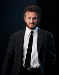 Sean Penn's Gaze (disneymike) Tags: california portrait celebrity nikon palmsprings award tie suit conventioncenter actor nikkor director 2008 d3 filmfestival seanpenn 70200mmf28gvr internationalfilmfestival palmspringsconventioncenter bestdirector psiff palmspringsinternationfilmfestival blacktieawardsgala