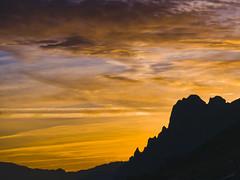 Amanece tras la Pea La Tesa (jtsoft) Tags: mountains landscape asturias olympus lena nubes e510 ubia zd50200mm jtsoftorg