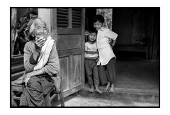 dont smoke mamy (fly) Tags: film blackwhite asia vietnam fly simonkolton