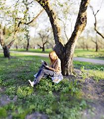 (mblsha) Tags: tree girl book manga latex appletree bokehrama afdcnikkor135mmf2d brenizermethod
