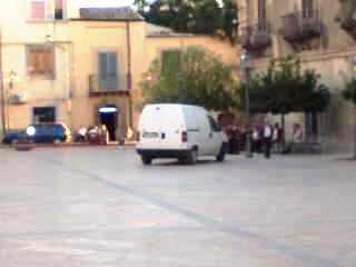 furgone in piazza