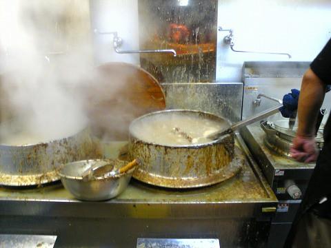 ラーメン「豚の骨」-厨房2