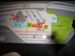 談合坂S.A.(上り)の広大な芝生エリア「やすらぎの広場」