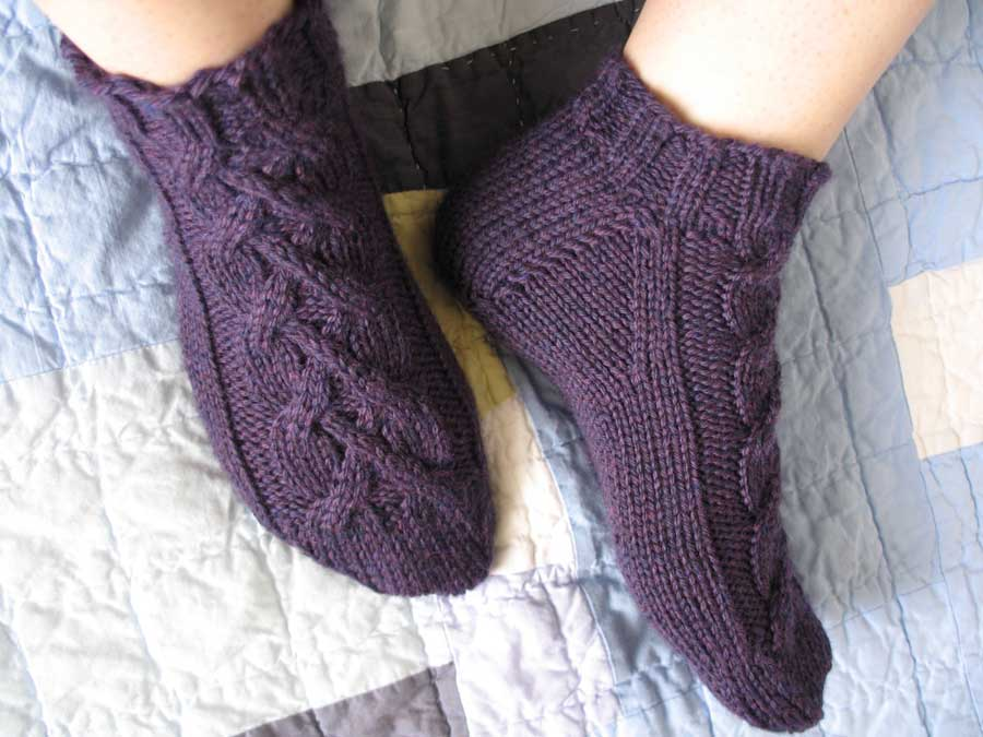 cabled slipper socks done