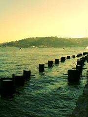 bu yollar - these roads (Happy Jumper ()) Tags: road sea water turkey trkiye istanbul turquie extension deniz bogazici bosphorus boazii estambul turqua turchia fakexpro fakecrossprocess interestingness337 kazk