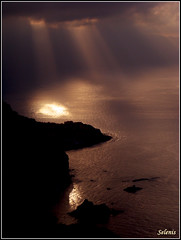 Pr-do-sol . Sunset (selenis) Tags: ocean light sunset pordosol luz portugal clouds mar nuvens madeira cabanas mywinners ilustrarportugal srieouro