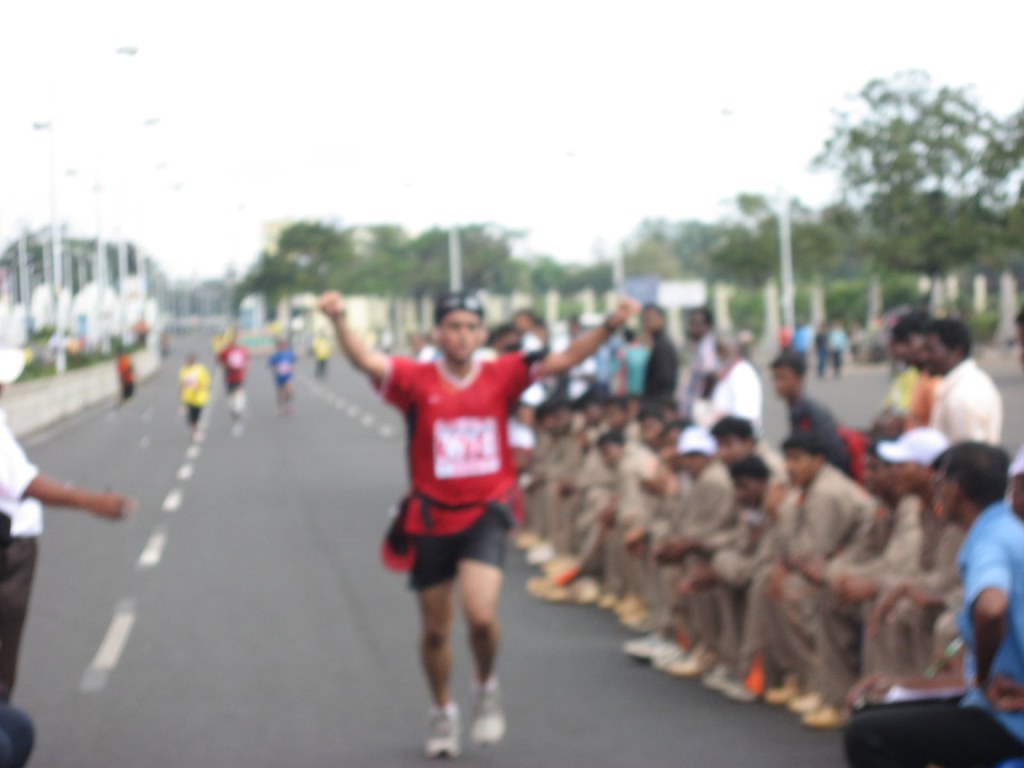 Karthik_FinishLine_PumpingFists_ChennaiMarathon2008