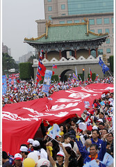 "KMT's ""Taiwan Moves Forward"" rally 2008  (*dans) Tags: march rally taiwan photojournalism taipei   2008 dans kmt 316    jingfugate  fotozon taiwanpictureoftheday  20080316"