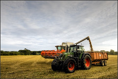 Filling up (oneof42) Tags: tractor norfolk grain harvest trailer harvesting fendt claas lexion