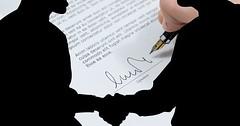 """Die Unterschrift. Die Unterschriften. Ein Vertrag wird unterschrieben. Mit der Unterschrift wird der Vertrag abgeschlossen. • <a style=""""font-size:0.8em;"""" href=""""http://www.flickr.com/photos/42554185@N00/32864649245/"""" target=""""_blank"""">View on Flickr</a>"""