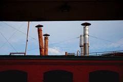La chorale  chapeaux (Marlandova) Tags: street shadow chimney hat lines rain observation rust montral rusty ombre rosemont cap qubec frame chapeau underneath rue tiers lignes pictureinpicture chemine dtails endessous cadrethirds
