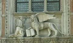 Simbolo della Serenissima (Amore & Psiche) Tags: venice italy italia libro pace sculture palazzo venezia ducale apero particolare storia serenissima leonealato