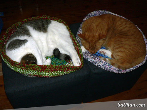 midnight knitter - crochet kitty cozy bed - - free pattern
