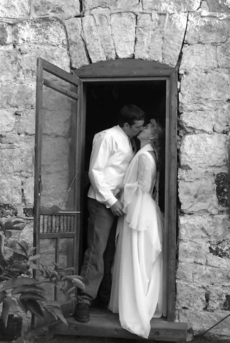 kissing_door