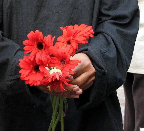 votive flowers at the Dargah heritage walk 180508