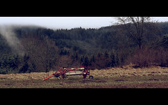 Les machines agricoles (brunotto [Still very busy...]) Tags: mist france tree nature fog forest canon landscape eos 50mm takumar farm hill machine machinery m42 paysage arbre brouillard fort auvergne agricultural brume colline 50mmf14 farmmachinery agricole smctakumar smctakumar50mmf14 machinesagricoles takumar50mmf14 manualfocusing miseaupointmanuelle mapmanuelle 1000d canoneos1000d