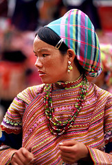 VIETNAM (BoazImages) Tags: life portrait woman beauty face colorful asia pretty tribal vietnam tradition miao hmong indigenous flowerhmong boazimages naturalbeautyportraiture flowermiao