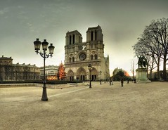 Cathdrale Notre-Dame de Paris - 22-12-2007 - 8h35 (Panoramas) Tags: christmas winter panorama paris france tree church lamp statue bronze standing sunrise de soleil twilight sand cathedral dusk hiver religion charlemagne ses perspective sable iglesia kirche notredame chiesa cathdrale lamps nol crpuscule et glise eglise hdr parvis sapin lampadaire ptassembler lever kathedral lampadaires etiennecazin   smartblend leudes  tiennecazin