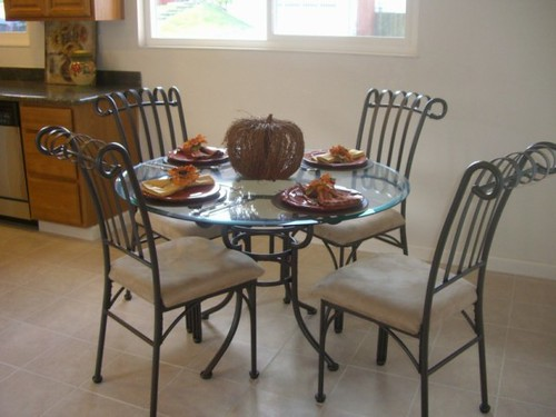 glass dining table/4 chairs
