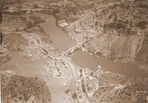 Puente de San Martín desde el aire, Toledo (España)