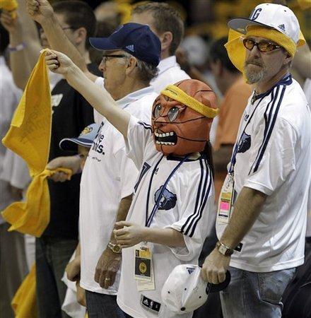 20110507-grizzlies-fans
