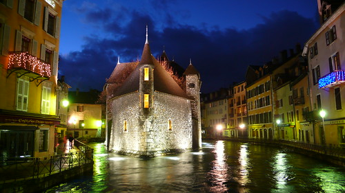 Annecy - the old jail at night