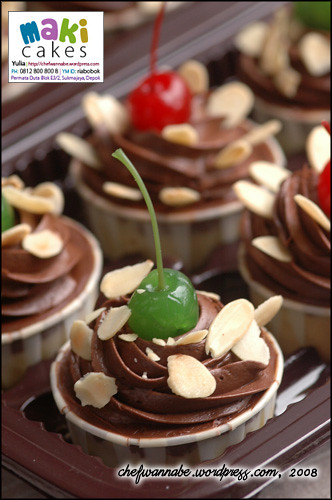 Chocolate Almond Cupcake