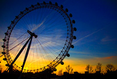 LONDON EYE (M. ALbeloushi) Tags: blue boy england orange sun london eye set night amazing nikon d70s down m lovely mohammad ordinary flickrsbest q8y albeloushi ordinaryq8y mohammadalbeloushi