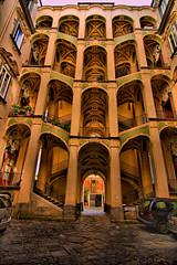 Napoli, Palazzo dello Spagnolo cortile - Foto di Angelo Casteltrione