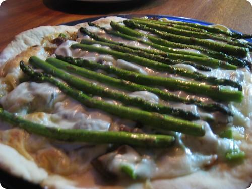 Foto de la pizza de boletus edulis y trigueros