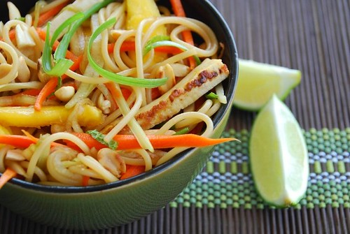 Asian noodle salad with tofu and mango